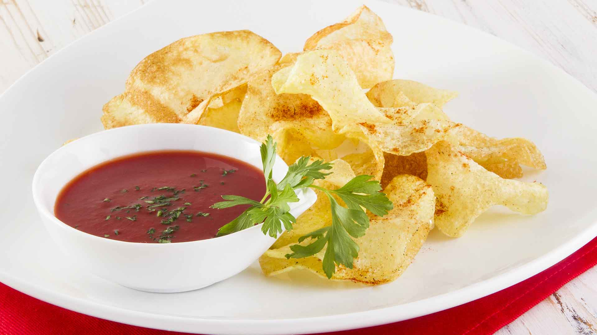 CHIPS PICCANTI DI PATATE CON SALSA DI PIZZUTELLO